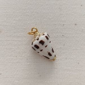 Jewelry - Natural Shell Pendant